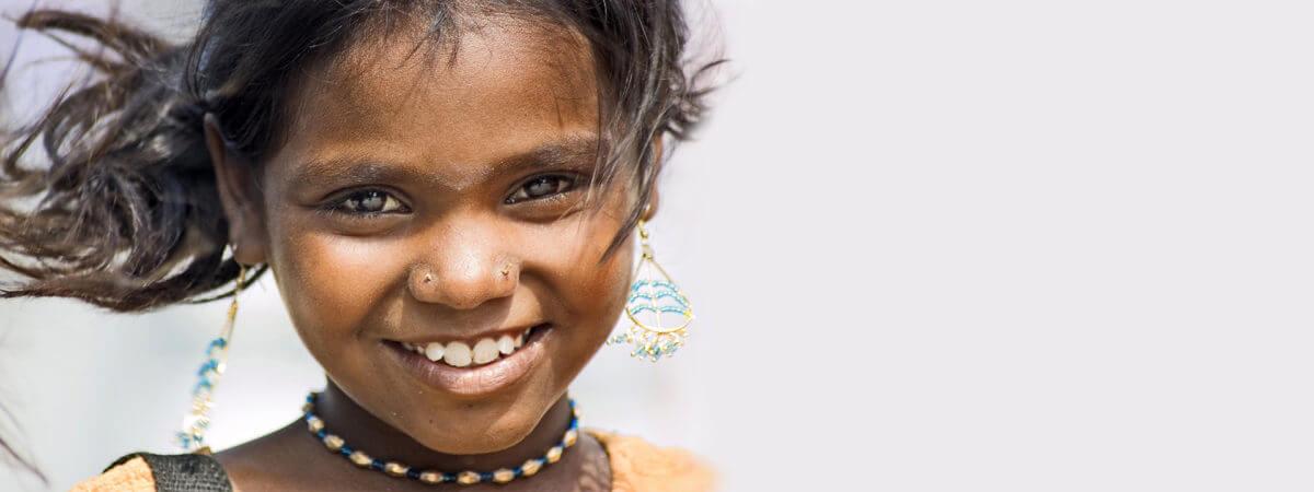 Help een arm Indisch meisje