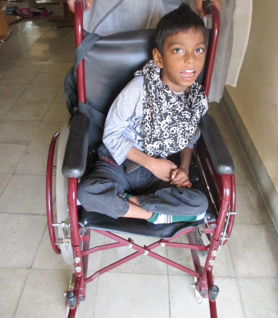 kinderen met een beperking - jongen in een rolstoel